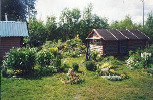 альпийская горка, лужайка с цветниками