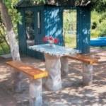 стол с покрытием из мозаики