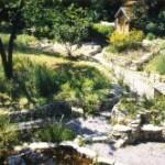 дорожки и подпорные стенки из камня