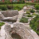 камень в оформлении водоемов и цветников