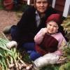 Луиза Ниловна на даче с внучкой